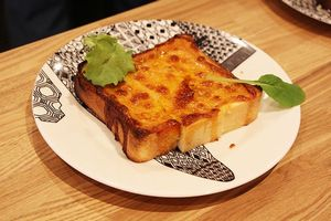 黄色いチーズトースト